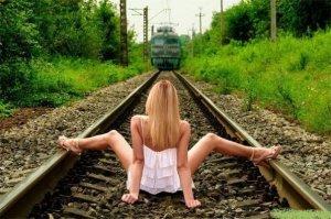 Τα θαύματα γίνονται.. Ακόμα και τρένα σταματάνε..